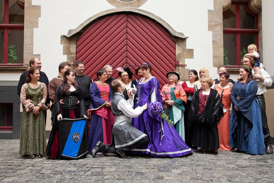 Sonja & Benjamins mittelalterliche Hochzeit in Duisburg ...